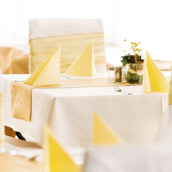 Aphrodite Hotel asztalok